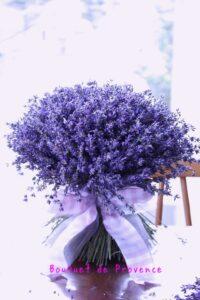ラベンダーの花束は気品あふれて圧巻!